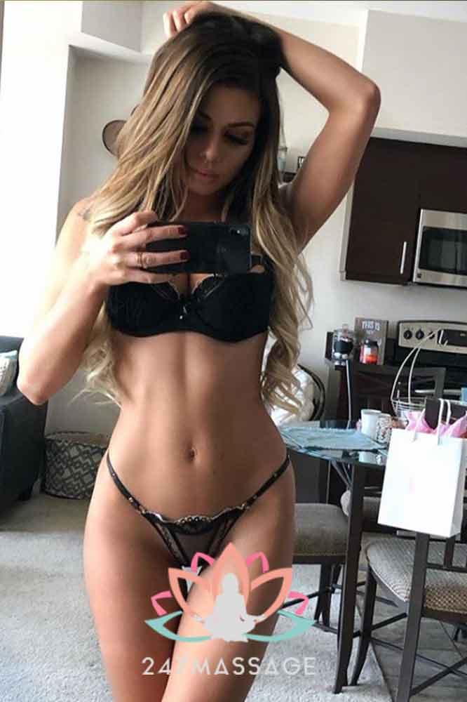Massage Escort Lora - Amsterdam Blonde Selfie Girl